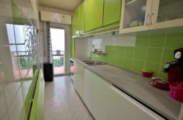agence immobiliere roses espagne: 5 pièces, cuisine indépendante avec petite terrasse