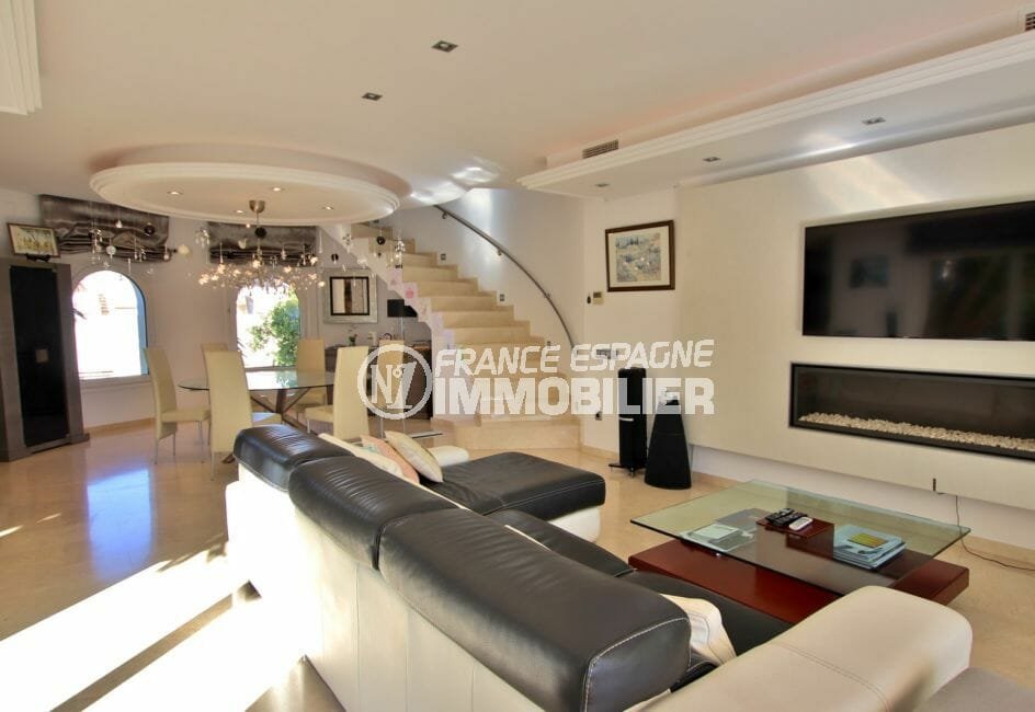 acheter maison empuriabrava, proche plage, salon / séjour spacieux avec belles prestations