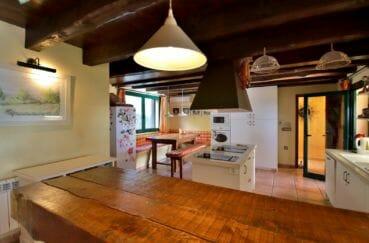agence immobiliere palau saverdera, villa 280 m², cuisine américaine avec rangements, poutres apparentes