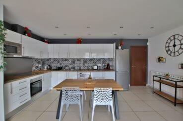 vente empuriabrava: villa 171 m², cuisine américaine toute équipée et fonctionnelle