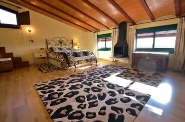 vente immobilier costa brava: villa 280 m², suite parentale avec belle cheminée