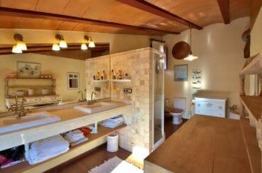 maison a vendre espagne bord de mer, villa 280 m², salle de bains avec douche, baignoire et wc