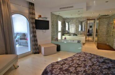maison a vendre empuriabrava avec amarre, suite parentale avec salle d'eau accès terrasse