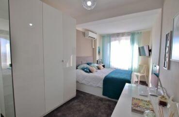 immo center rosas: villa 192 m², deuxième chambre avec lit double et placards
