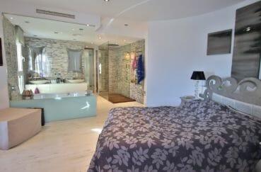 maison a vendre a empuriabrava avec amarre, salle de bains de la première suite parentale