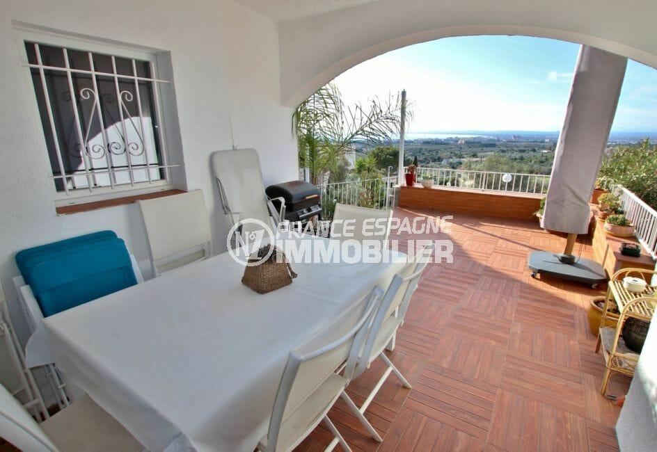 agence immobiliere costa brava espagne: villa 192 m², terrasse de 40 m² semi-couverte