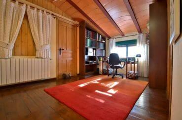 costabrava immo: villa 280 m², bureau spacieux avec bibliothèques