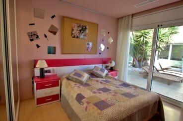 vente maison empuriabrava avec amarre, piscine, deuxième suite parentale accès terrasse