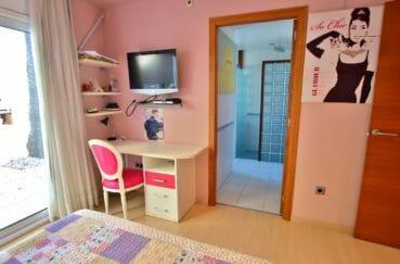 maison a vendre espagne costa brava, amarre, deuxième suite parentale avec salle d'eau attenante
