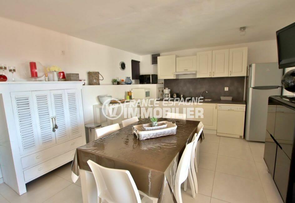 immocenter roses: villa 192 m², cuisine équipée et fonctionnelle ouverte sur salon / séjour