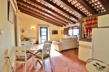 vente immobiliere espagne costa brava: villa 280 m²  salon / séjour avec cuisine ouverte appartement indépendant