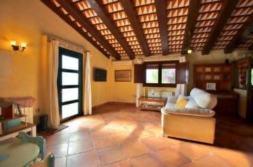 vente maison espagne costa brava, villa 280 m², vue sur la porte d'entrée appartement indépendant