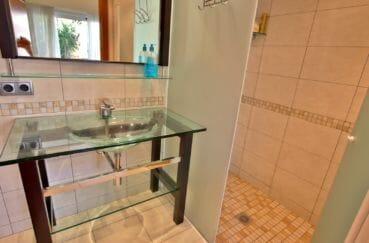 acheter a empuriabrava: villa 282 m², salle d'eau avec douche et vasque
