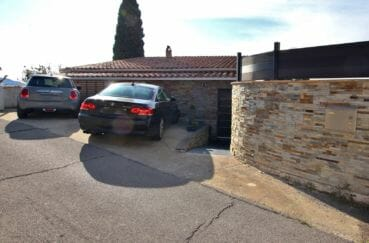 vente maison costa brava, roses, vue sur les trois places de parking