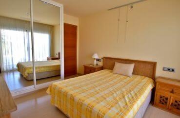 maison a vendre espagne bord de mer, piscine, chambre avec lit double et rangements