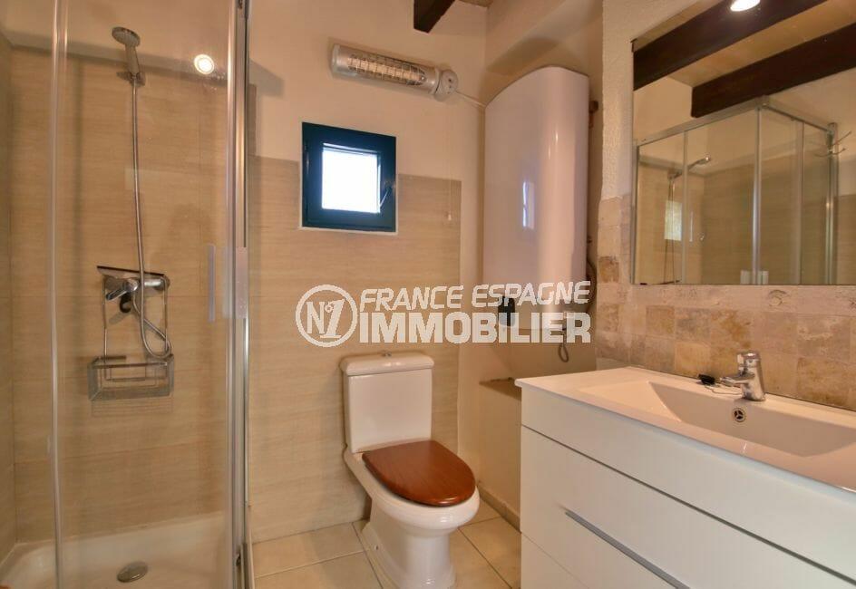 achat villa costa brava, villa 280 m², salle d'eau attenante à la suite parentale appartement indépendant