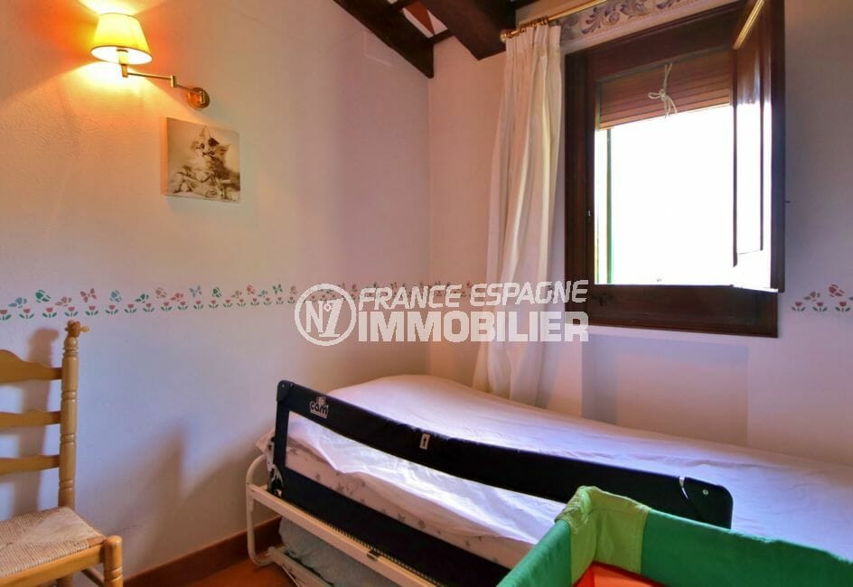 achat immobilier costa brava: villa 280 m², chambre avec lit simple appartement indépendant