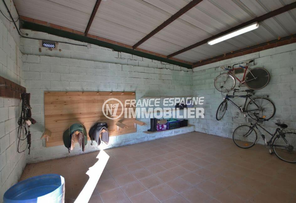 acheter sur la costa brava: villa 280 m², spacieux garage avec rangements muraux
