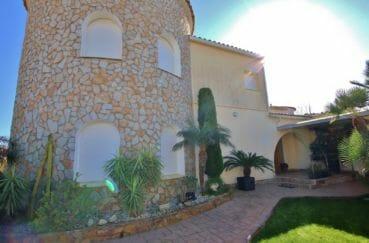 vente immobiliere espagne costa brava: villa 282 m², magnifique façade, parking cour intérieure