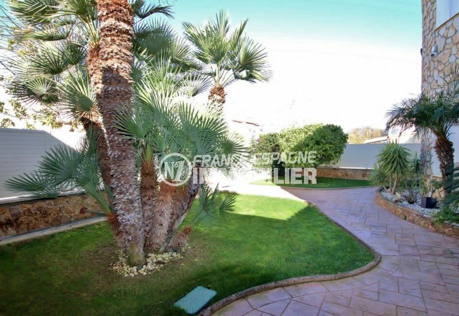 maison a vendre espagne catalogne, piscine, terrain de 778 m² bien entretenu et arboré