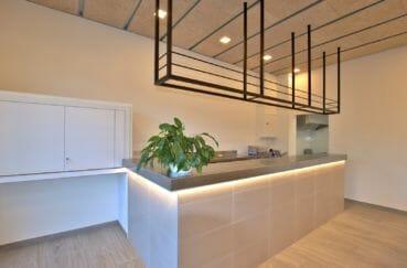 vente immobiliere rosas espagne: commerce 60 m², espace service en salle tout rénové avec rangements