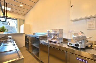 roses immobilier: commerce 60 m², espace restauration équipé et fonctionnel
