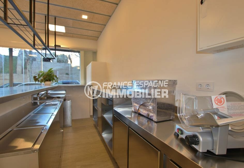 vente immobiliere rosas: commerce 60 m², point d'eau avec espace de travail fonctionnel