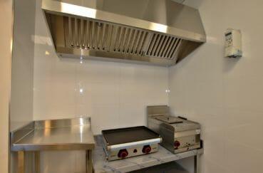 immo center rosas: commerce 60 m², espace cuissons plancha et friteuse avec hotte