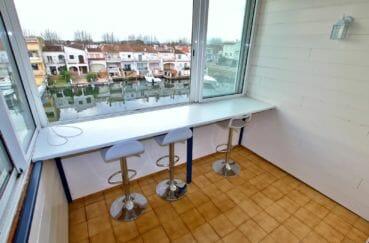 appartement empuria brava: terrasse véranda 6 m² vue canal,  exposition sud-ouest, proche plage