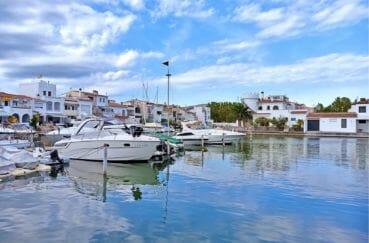 vente maison empuriabrava avec amarre, 96 m² avec terrasse vue canal, 1000 m de la plage