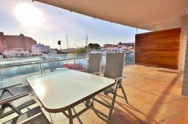 vente appartement rosas, terrasse avec vue marina, piscine communautaire, possibilité amarre