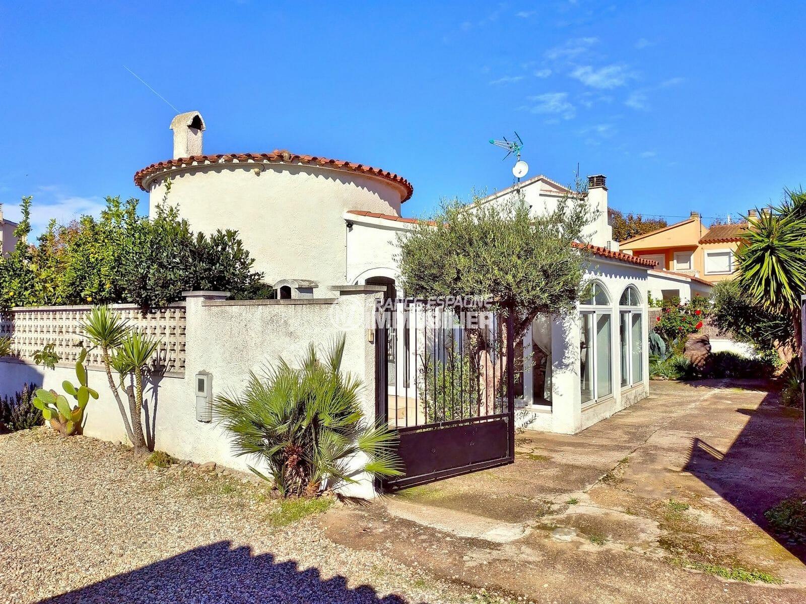 immobilier empuriabrava: villa plain-pied dans secteur prisé, possibilité piscine