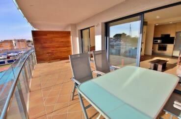 vente appartement rosas, piscine communautaire, grande terrasse de 18 m² avec vue marina, proche plage