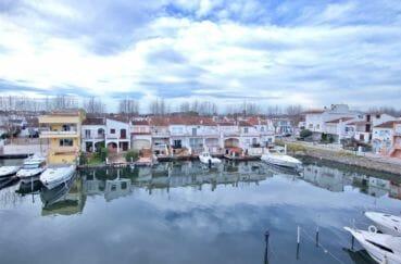 appartement a vendre empuriabrava, vue sur canal, exposition sud-ouest