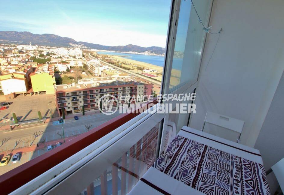 appartement a vendre empuriabrava, terrasse véranda avec vue sur mer
