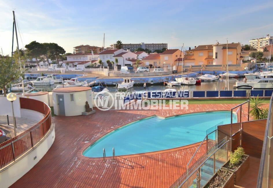 appartements a vendre a rosas, belle piscine communautaire, vue marina