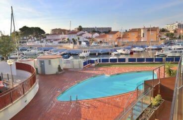 appartements a vendre a rosas, résidence avec piscine communautaire