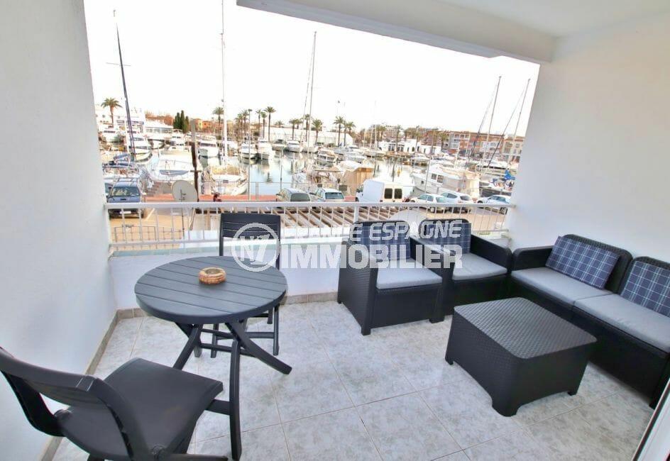 appartement a vendre empuriabrava, 46 m² vue canal, salon avec belle terrasse