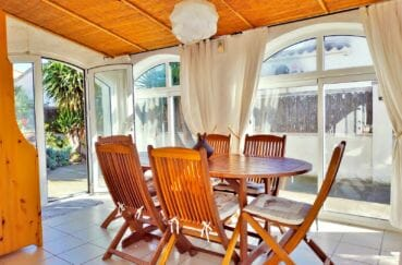 agence immobiliere empuriabrava: villa 79 m², terrasse véranda lumineuse avec rangements