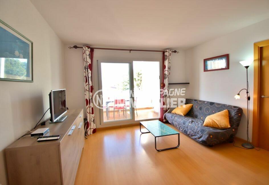 acheter appartement rosas, beau séjour avec terrasse couverte de 9 m², vue dégagée