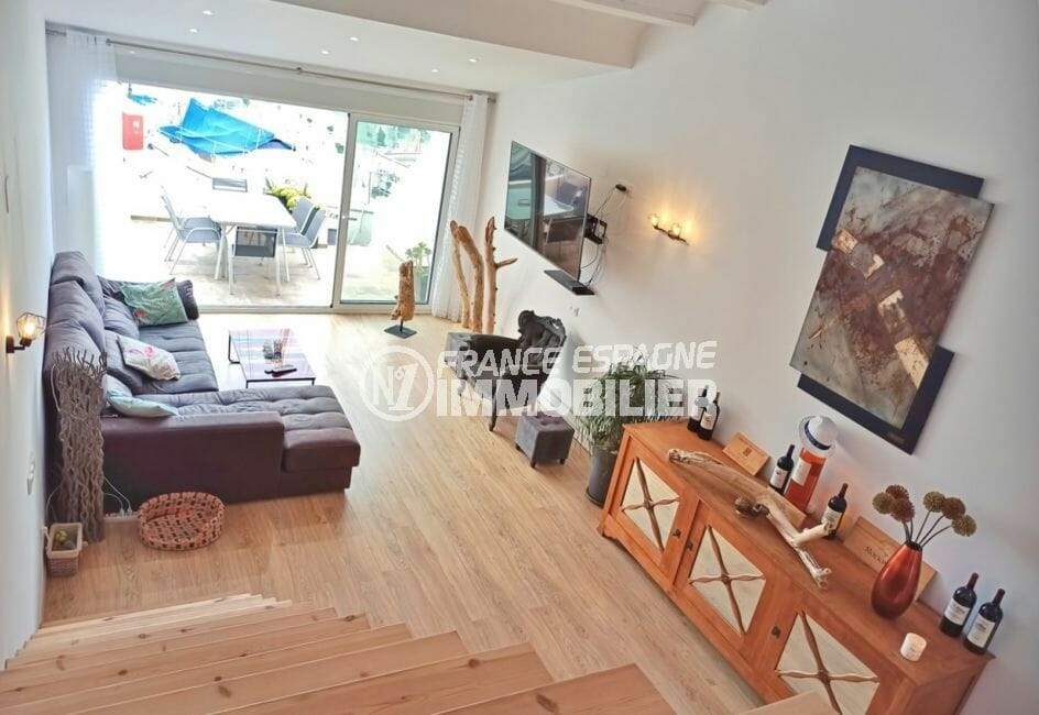 empuriabrava vente maison avec amarre, 96 m² avec amarre, salon avec poutres au plafond