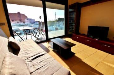 appartement a vendre a rosas, salon / séjour avec superbe vue sur la marina