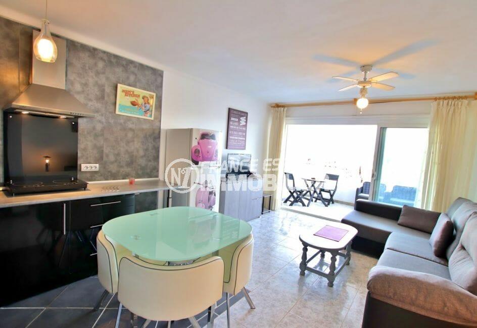 achat appartement empuriabrava, 46 m² vue canal, cuisine américaine avec coin repas