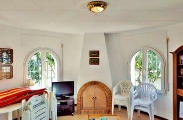 maison a vendre empuria brava, pièce à vivre lumineuse accès véranda