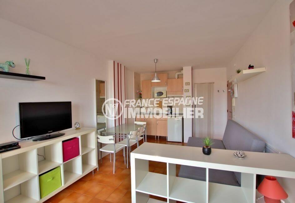 vente empuriabrava: studio 26 m², cuisine aménagée et ouverte sur séjour