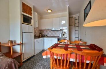 maison a vendre a empuriabrava, cuisine aménagée ouverte sur séjour