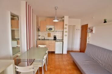 agence empuriabrava: studio 26 m², belle pièce à vivre lumineuse avec coin cuisine