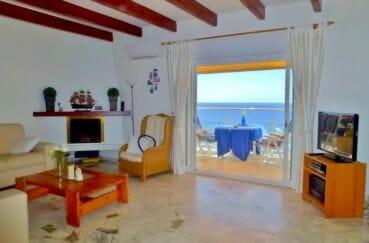 maison a vendre rosas vue mer, 140 m² dans secteur prisé, salon / séjour avec belle cheminée accès terrasse