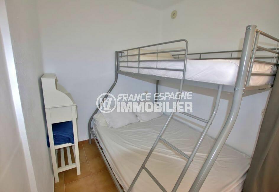agence empuriabrava: 28 m², chambre à coucher, lit superposé, double et 1 personne