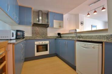 immo roses: appartement 100 m², cuisine américaine aménagée et équipée